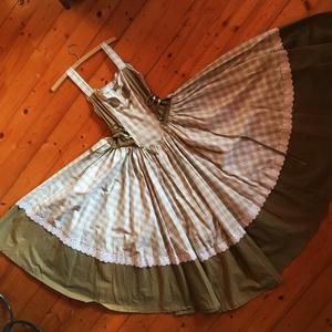 Zöld istennő ruha, Táska, Divat & Szépség, Ruha, divat, Magyar motívumokkal, Női ruha, Szoknya, Varrás, Patchwork, foltvarrás, 44-es hölgy rucika. Ebben a gyönyörű hacukában aztán hódíthatsz! Kiemeli a karcsú derekadat, enyhén ..., Meska
