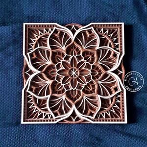 Virágos mandala négyzet formába foglalva 50x50 cm méretben, Otthon & Lakás, Dekoráció, Mandala, 50x50 cm befoglaló méretű, 6 rétegből álló virág mintás mandala, melyet négyzetformába igazítottunk...., Meska