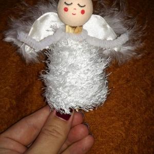 Angyal karácsonyfadísz, Karácsonyfadísz, Karácsony & Mikulás, Mindenmás, Angyal karácsonyfadísz, csipesz nagyságú, saját kézzel készitve. Fa golyó fejjel, a szárnya készen v..., Meska