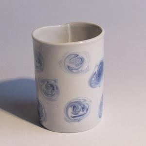 kék rózsa, Egyéb, Otthon & lakás, Dekoráció, Konyhafelszerelés, Bögre, csésze, Kerámia, Limogesi porcelán lapból hajtogatott pohár. Dekor kialakítása, színezett porcelán öntőmassza folyéko..., Meska