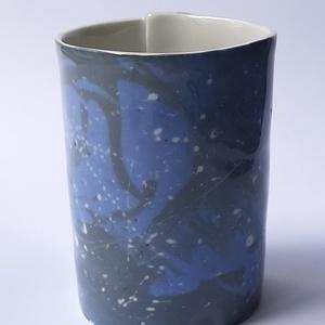 Galaxis, Egyéb, Otthon & lakás, Dekoráció, Konyhafelszerelés, Bögre, csésze, Kerámia, Limogesi porcelán lapból hajtogatott pohár. Dekor kialakítása, színezett porcelán öntőmassza folyéko..., Meska