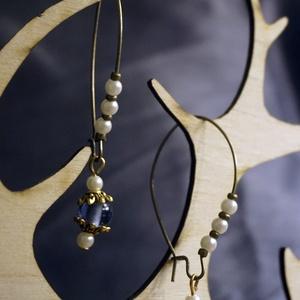 Kék bronz fülbevaló, Ékszer, Fülbevaló, Lógós fülbevaló, Ékszerkészítés, Logós bronz fülbevaló, gyöngyökkel.\nMindennapi, kényelmes viselet, Meska