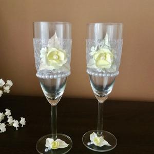 Egyedi esküvői pezsgőspoharak...  agyagvirágokkal díszítve ! - Meska.hu