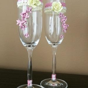 Egyedi esküvői pezsgőspoharak...  agyagvirágokkal díszítve !, Esküvő, Nászajándék, Esküvői dekoráció, Mindenmás, Gyurma, A pezsgőspoharakat olyan fiatal pároknak ajánlom,akik szeretik a egyszerű,de elegáns stílust és vala..., Meska