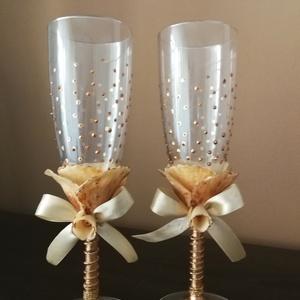 Egyedi esküvői pezsgőspoharak...  agyagvirágokkal díszítve !, Tálalás, Dekoráció, Esküvő, Mindenmás, Gyurma, A pezsgőspoharakat olyan fiatal pároknak ajánlom,akik szeretik a trendi,de elegáns stílust és valami..., Meska