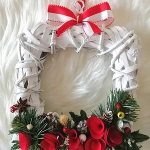 Elegáns ajtódísz a Karácsony jegyében !, Otthon & Lakás, Karácsony & Mikulás, Karácsonyi kopogtató, Mindenmás, Virágkötés, Elegáns ajtódísz a Karácsony jegyében Mérete : 20 x 20 cm .(+ dekoráció)\n\nA  színes háncsvirágok,bog..., Meska