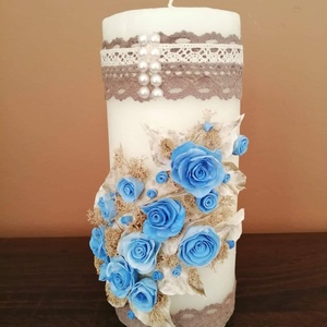 Fehér dekor - gyertya , kék agyagvirágokkal díszítve - otthon & lakás - dekoráció - gyertya & gyertyatartó - Meska.hu