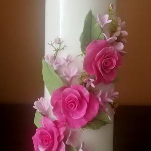 Fehér dekor - gyertya , pink agyagvirágokkal díszítve, Otthon & Lakás, Gyertya & Gyertyatartó, Dekoráció, Gyurma, Mindenmás, Meska