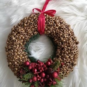 Elegáns arany ajtódísz a Karácsony jegyében !, Otthon & Lakás, Karácsony & Mikulás, Karácsonyi kopogtató, Mindenmás, Virágkötés, Elegáns ajtódísz a Karácsony jegyében .Átmérője 20 cm .\n\nAz aranyra fújt eukaliptusz bogyók és egyéb..., Meska