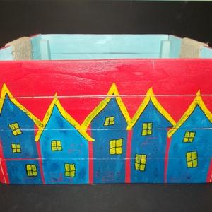 Rusztikus házikós tároló, Otthon & Lakás, Festészet, Festett tárgyak, Rusztikus házikós tároló. Rendrakás egy pillanat alatt.  Esztétikus, egyedi tároló doboz.\nA tárolás ..., Meska