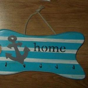 Kulcstartó, Lakberendezés, Otthon & lakás, Egyéb, Kulcstartó, táskadísz, Táska, Divat & Szépség, Szerelmeseknek, Ünnepi dekoráció, Dekoráció, Famegmunkálás, Festészet, Kulcstartó, mérete: 23 X 15 cm, szín fehér-kék-szürke, tengerész szimbólummal dekorált. A termék kéz..., Meska