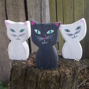 Macska cica, Otthon & lakás, Dekoráció, Lakberendezés, Kerti dísz, Festett tárgyak, Macskák, apró cicák. Tenyérben elférő tömör fából vágott termékek. Kézzel festett, polírozott, lakko..., Meska