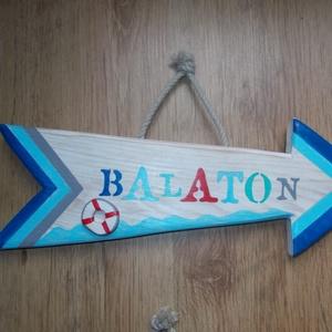 Balaton nyíl 2, Otthon & lakás, Lakberendezés, Famegmunkálás, Balaton dekorációs nyíl, aplikált mentőövvel. Kézzel vágott, kézzel festett, lakkozott, tömör fa ter..., Meska