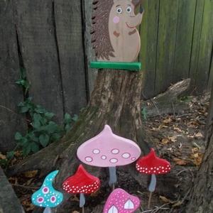 Nagy süni gombákkal, Kerti dísz, Ház & Kert, Otthon & Lakás, Famegmunkálás, Festett tárgyak, Süni gombákkal, dekoráció. Kézzel vágott, kézzel festett, lakkozott, tömör fa termék. Teraszra, falr..., Meska