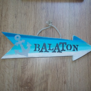 Balaton dekorációs nyíl, Otthon & Lakás, Famegmunkálás, Festett tárgyak, Balaton dekorációs nyíl. Kézzel vágott, kézzel festett, lakkozott, tömör fa termék. Méret: 35 X 10 c..., Meska