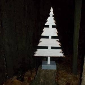 Arany szegélyes fenyő karácsonyfa, Karácsonyi dekoráció, Karácsony & Mikulás, Otthon & Lakás, Famegmunkálás, Festett tárgyak, Arany festékkel díszített dekoráció. Kézzel vágott, kézzel festett, lakkozott, tömörfa termék. Méret..., Meska