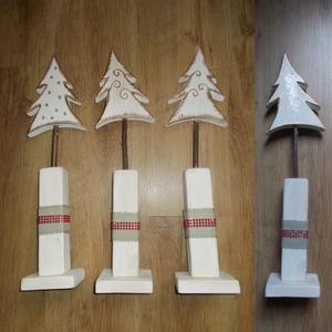Talpas fehér fenyő arany szegéllyel, Karácsonyi dekoráció, Karácsony & Mikulás, Otthon & Lakás, Famegmunkálás, Festett tárgyak, Karácsonyi fenyő dekoráció. Kézzel vágott, kézzel festett, lakkozott, tömörfa termék. Aranyfestékkel..., Meska