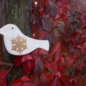 Karácsonyfa dísz, madár, arany hópehely dekorral, Otthon & Lakás, Karácsony & Mikulás, Famegmunkálás, Festett tárgyak, Karácsonyfa dísz, madár. Igényesen kidolgozott, fából készült, kézzel vágott, kézzel festett, políro..., Meska