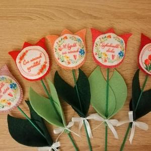 Tulipán pedagógus napra , Otthon & Lakás, Dekoráció, Varrás, Készülnek a tulipánok Pedagógus napra. Többféle színben és felirattal kérhető. \n\nTulipánok az alábbi..., Meska