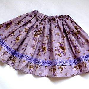 """szoknya kisgyerekeknek, Gyerek & játék, Táska, Divat & Szépség, Ruha, divat, Gyerekruha, Gyerek (1-10 év), Varrás, \""""Lili\"""" szoknya pamutvászon anyagból készült, mely lila színű kisvirágos mintával, lila pöttyös szala..., Meska"""