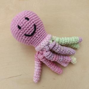 Horgolt medúza, polipka-rózsaszín, Gyerek & játék, Játék, Játékfigura, Plüssállat, rongyjáték, Horgolás, 100% pamut fonalból horgoltam a képen látható kis nyolclábút.\n\nSzemei hímzettek, semmilyen lerágható..., Meska