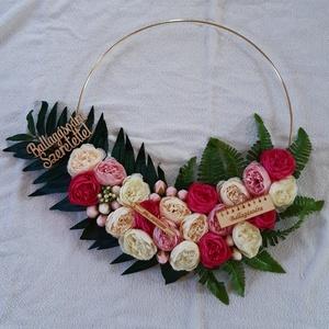 Virág karika, ballagási ajándék, Otthon & lakás, Képzőművészet, Vegyes technika, Lakberendezés, Ajtódísz, kopogtató, Esküvő, Esküvői dekoráció, Virágkötés, Eadó a fényképeken látható virág karika. ????????\nBallagási ajándéknak tökéletes.???? Igény szerint ..., Meska