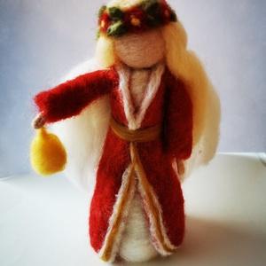 Csenge, Karácsony, Nemezelés, Csenge egy tűnemezeléssel készült gyapjúlélek, karácsonyi angyal. Dekoráció, ajándék.\nMérete: 18 cm...., Meska
