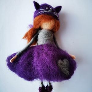 Vera, Karácsony, Karácsonyi dekoráció, Nemezelés, Vera egy tűnemezeléssel készült gyapjúlélek. Sapkája egy cica, mert imád mindent, ami cicás! Ruhájá..., Meska