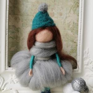 Anna, Karácsony, Karácsonyi dekoráció, Nemezelés, Anna egy tűnemezeléssel készült gyapjúlélek. Imádja a telet és  a karácsonyt! Szeret sétálni a hóban..., Meska