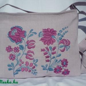 Hímzett rózsaszín táska - Meska.hu