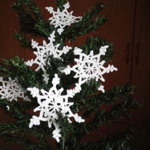 Karácsonyi horgolt díszek!, Karácsonyfadísz, Karácsony & Mikulás, Horgolás, Ezeket a kézzel horgolt karácsonyfa díszeket azért készítettem hogy a fenyőfa, az ünnepi hangulatot ..., Meska