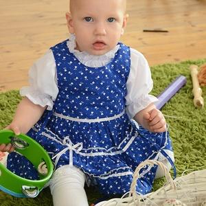 Kékfestő 62-104-es baba/lány ruha madeira  csipke díszítéssel, Táska, Divat & Szépség, Gyerekruha, Ruha, divat, Gyerek & játék, Baba (0-1év), Gyerek (1-10 év), Varrás, A kékfestő mintájú lány ruha anyaga 100 % pamut. A hátán cipzárral záródik, és a bősége két oldalt m..., Meska