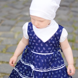 Kékfestő 62-104-es lány ruha madeira  csipke díszítéssel, Táska, Divat & Szépség, Gyerekruha, Ruha, divat, Gyerek & játék, Baba (0-1év), Gyerek (1-10 év), Varrás, A kékfestő mintájú lány ruha anyaga 100 % pamut. A hátán cipzárral záródik, és a bősége két oldalt m..., Meska