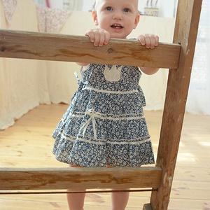 Kék apró virágos 62-104 nyári ruha, Táska, Divat & Szépség, Gyerekruha, Ruha, divat, Gyerek & játék, Baba (0-1év), Gyerek (1-10 év), Varrás, Hímzés, A csodaszép kék apró virágos nyári pamut ruhánk romantikus stílusa magával ragadó, éppen ezért az An..., Meska