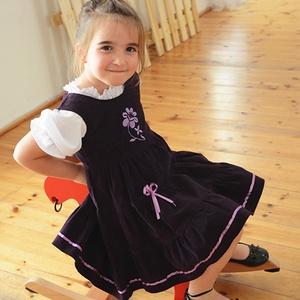 Kord ruha 110-152-es, lila,  lila hímzéssel, Táska, Divat & Szépség, Gyerekruha, Ruha, divat, Gyerek & játék, Gyerek (1-10 év), Kamasz (10-14 év), Hímzés, Varrás, A kordbársony ruha anyaga bőrbarát: 95% pamut, 5% elasztán ( ez utóbbitól válik sztreccsé a textil)...., Meska