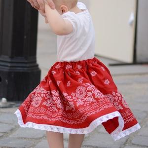 PÖRGŐS, állítható derekú, 2 szélhosszas, 20-60 cm hosszú, bordűrös pirosfestő mintájú néptáncos szoknya (gyetomi) - Meska.hu