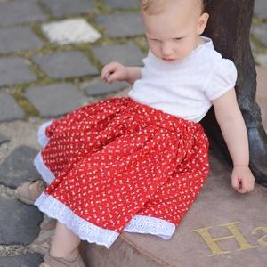 PÖRGŐS, állítható derekú, 2 szélhosszas, 20-60 cm hosszú, tulipános pirosfestő mintájú néptáncos szoknya, Táska, Divat & Szépség, Gyerekruha, Ruha, divat, Gyerek & játék, Gyerek (1-10 év), Varrás, A néptáncos szoknyát úgy alkottuk meg, hogy több évig is viselhessék a lányok, hölgyek és asszonyok,..., Meska