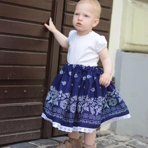 PÖRGŐS, állítható derekú, 2 szélhosszas, 20-60 cm hosszú, bordűrös sötét kékfestő mintájú néptáncos szoknya, Táska, Divat & Szépség, Gyerekruha, Ruha, divat, Gyerek & játék, Gyerek (1-10 év), Varrás, A néptáncos szoknyát úgy alkottuk meg, hogy több évig is viselhessék a lányok, hölgyek és asszonyok,..., Meska