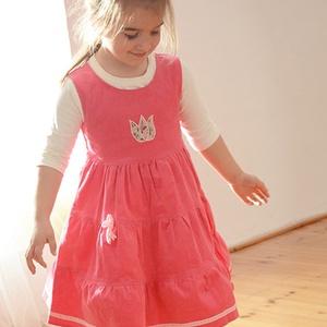 Kord ruha, 110-152-es, világos rózsaszín, hímzéssel, pamut csipkével, Táska, Divat & Szépség, Gyerekruha, Ruha, divat, Gyerek & játék, Gyerek (1-10 év), Kamasz (10-14 év), Hímzés, Varrás, A kordbársony ruha anyaga bőrbarát: 95% pamut, 5% elasztán ( ez utóbbitól válik sztreccsé a textil)...., Meska