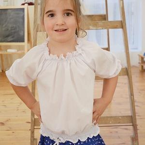Blúz 110-164-es, fehér, alul gumizott, Táska, Divat & Szépség, Gyerekruha, Ruha, divat, Gyerek & játék, Gyerek (1-10 év), Kamasz (10-14 év), Varrás, Ez a 100 % pamutból készült blúz kényelmes és csinos viselet kicsiknek és nagyoknak. \nA blúz nyaka g..., Meska