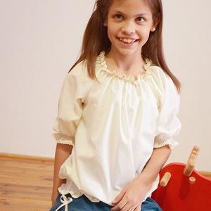 Blúz 110-164-es, vaj, alul gumizott, Táska, Divat & Szépség, Gyerekruha, Ruha, divat, Gyerek & játék, Gyerek (1-10 év), Kamasz (10-14 év), Varrás, Ez a 100 % pamutból készült blúz kényelmes és csinos viselet kicsiknek és nagyoknak. \nA blúz nyaka g..., Meska