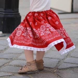 PÖRGŐS, állítható derekú, 2 szélhosszas, 20-60 cm hosszú, bordűrös pirosfestő mintájú néptáncos szoknya, Táska, Divat & Szépség, Gyerekruha, Ruha, divat, Gyerek & játék, Gyerek (1-10 év), Varrás, A néptáncos szoknyát úgy alkottuk meg, hogy több évig is viselhessék a lányok, hölgyek és asszonyok,..., Meska