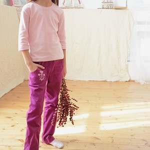 PASSZÉS derekú, kényelmes kord nadrág, 110-164-es, bíbor lila, lány, rózsaszín virág hímzéssel , Táska, Divat & Szépség, Gyerekruha, Ruha, divat, Gyerek & játék, Kamasz (10-14 év), Gyerek (1-10 év), Varrás, Hímzés, A lány kordbársony nadrágunk anyaga bőrbarát: 95% pamut, 5% elasztán ( ez utóbbitól válik sztreccsé ..., Meska