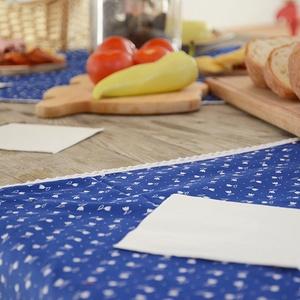 KÉKFESTŐ terítő,140x180 cm-es, tulipános, pamut csipke szegéllyel, Lakberendezés, Otthon & lakás, Lakástextil, Konyhafelszerelés, Terítő, Varrás, A 100% pamutvászon, gyönyörű kékfestő mintájú tulipános anyagot fehér maidera csipkével díszítjük. \n..., Meska