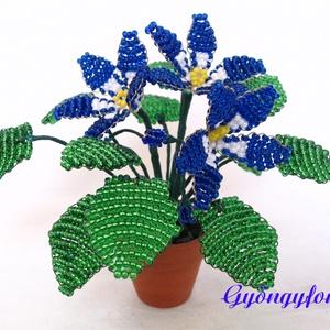 Kék-fehér  fokföldi ibolya gyöngyből, cserepes virág  (gyongyfonat) - Meska.hu