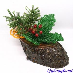 Karácsonyi asztaldísz gyöngyből magyallal és narancskarikával, Karácsony & Mikulás, Karácsonyi dekoráció, Gyöngyfűzés, gyöngyhímzés, A díszt ovális alakú fa talpra készítettem, a talp 12 cm hosszú és 6 cm széles.  Az alapot magyallal..., Meska