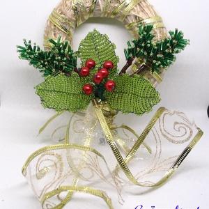 Ajtódísz gyöngyből magyallal, Karácsony & Mikulás, Karácsonyi dekoráció, Ezt az ajtódíszt 10 cm átmérőjű natúr színű vessző alapra készítettem, amit díszítő szalaggal vontam..., Meska