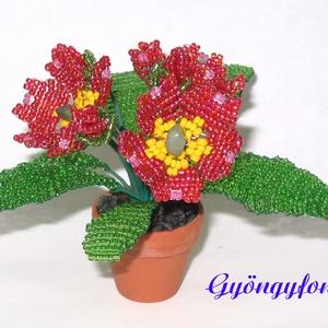 Primula gyöngyből cserepes virág , Otthon & lakás, Dekoráció, Dísz, Lakberendezés, Kaspó, virágtartó, váza, korsó, cserép, Gyöngyfűzés, gyöngyhímzés, Virágkötés, A virágot 3,5 cm átmérőjű cserépbe készítettem, magassága  a cseréppel együtt kb. 9 cm, legszélesebb..., Meska