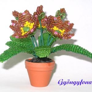 Primula gyöngyből cserepes virág , asztaldísz, Otthon & lakás, Dekoráció, Dísz, Lakberendezés, Kaspó, virágtartó, váza, korsó, cserép, Gyöngyfűzés, gyöngyhímzés, Virágkötés, A virágot 3,5 cm átmérőjű cserépbe készítettem, magassága  a cseréppel együtt kb. 9 cm, legszélesebb..., Meska