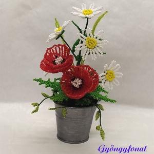 Pipacs margitvirággal cink vödörben gyöngyből, asztaldísz, Otthon & lakás, Dekoráció, Dísz, Lakberendezés, Kaspó, virágtartó, váza, korsó, cserép, Asztaldísz, Gyöngyfűzés, gyöngyhímzés, Virágkötés, 2 szál pipacsot és 6 szál margitvirágot fűztem, amit 5 cm magas cink vödörbe rögzítettem. A dísz tel..., Meska